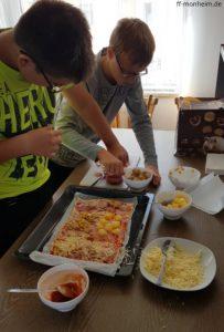 Selbstgemachte Pizza am Mittag