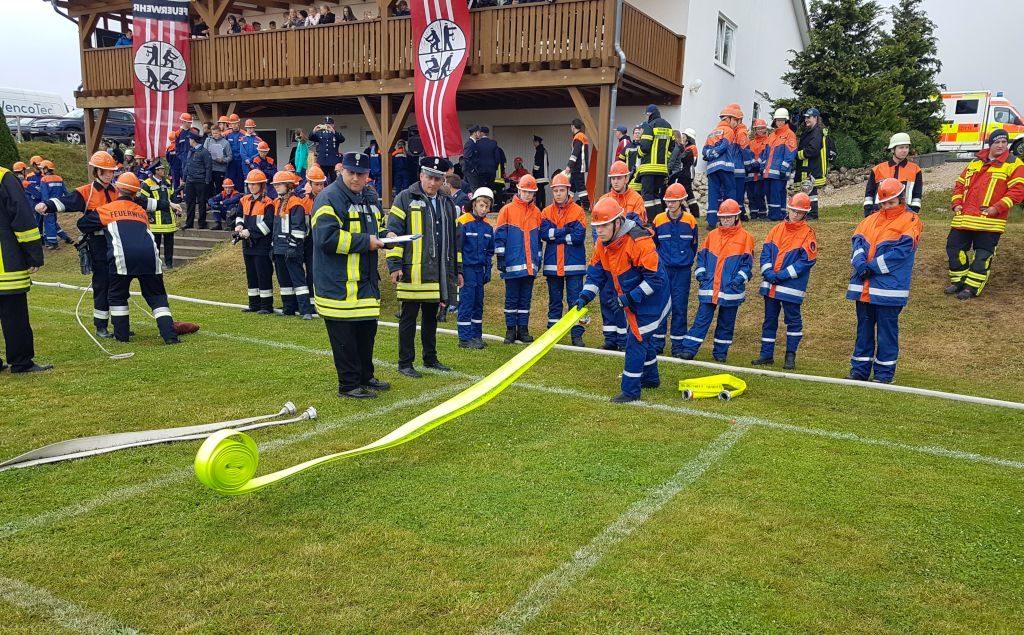 Bayerische Jugendleistungsprüfung: Hier muss der Schlauch möglichst gerade ausgerollt werden
