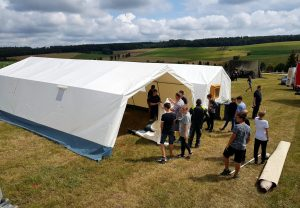 28. Kreisjugendfeuerwehrzeltlager in Daiting: Aufbau des Zeltes