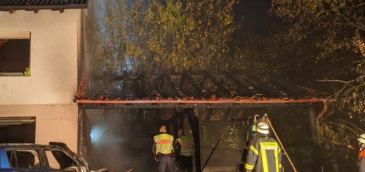 In Blossenau kam es zu einem Brand an einem Holzaufbau