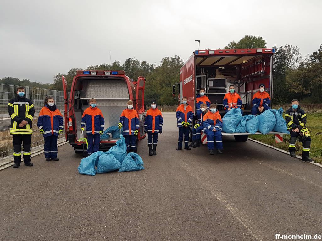 Die Jugendfeuerwehr sammelte im Rahmen der AWV-Müllsammelaktion achtlos weggeworfenen Müll