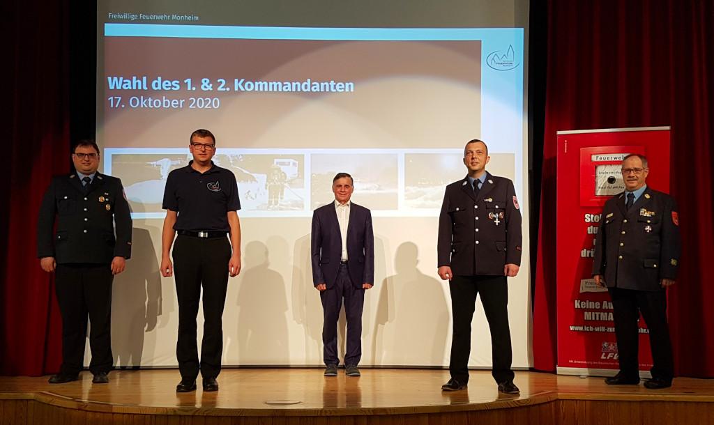 Von links nach rechts: Timo Gayr, 2. Kdt. Thomas Hofmann, Bgm. Günther Pfefferer, 1. Kdt. Tobias Ferber und Kreisbrandinspektor Heinz Mayr