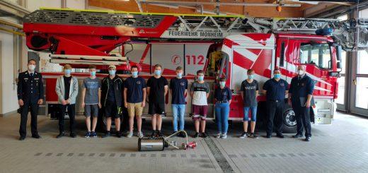 Teilnehmerfoto der Jugendfeuerwehr Monheim zur Prüfung der Jugendflamme Stufe 1 & 3